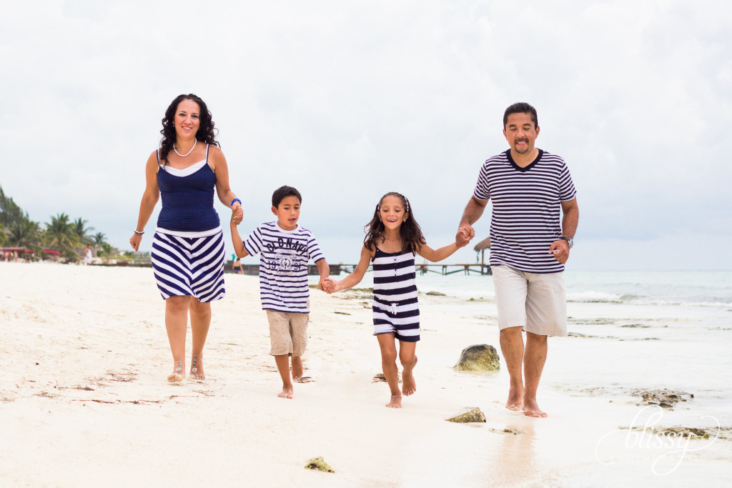 family-portrait-beach-playa-del-carmen-veronica-1