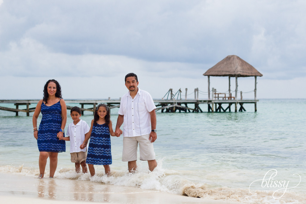 family-portrait-beach-playa-del-carmen-veronica-10