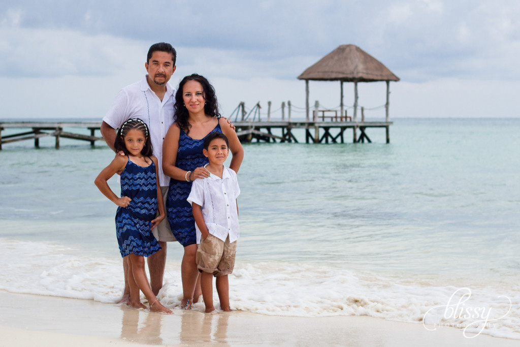 family-portrait-beach-playa-del-carmen-veronica-11