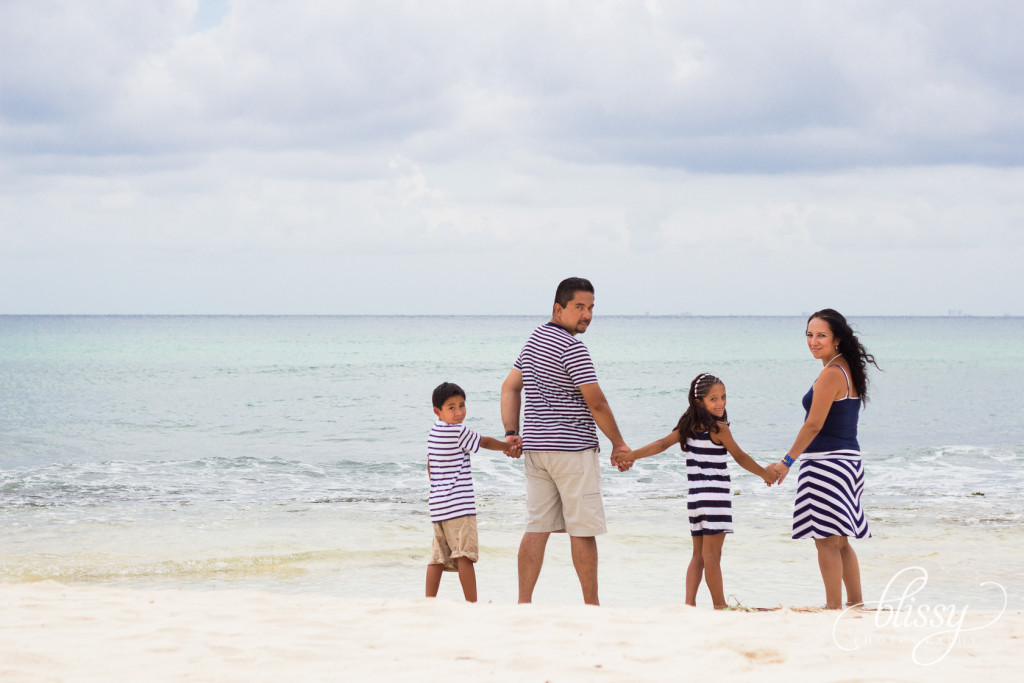 family-portrait-beach-playa-del-carmen-veronica-2