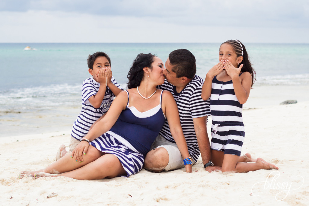 family-portrait-beach-playa-del-carmen-veronica-6