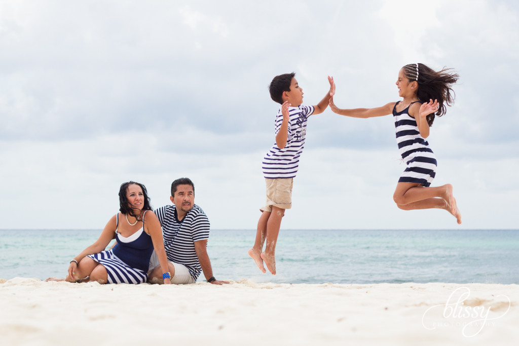 family-portrait-beach-playa-del-carmen-veronica-7