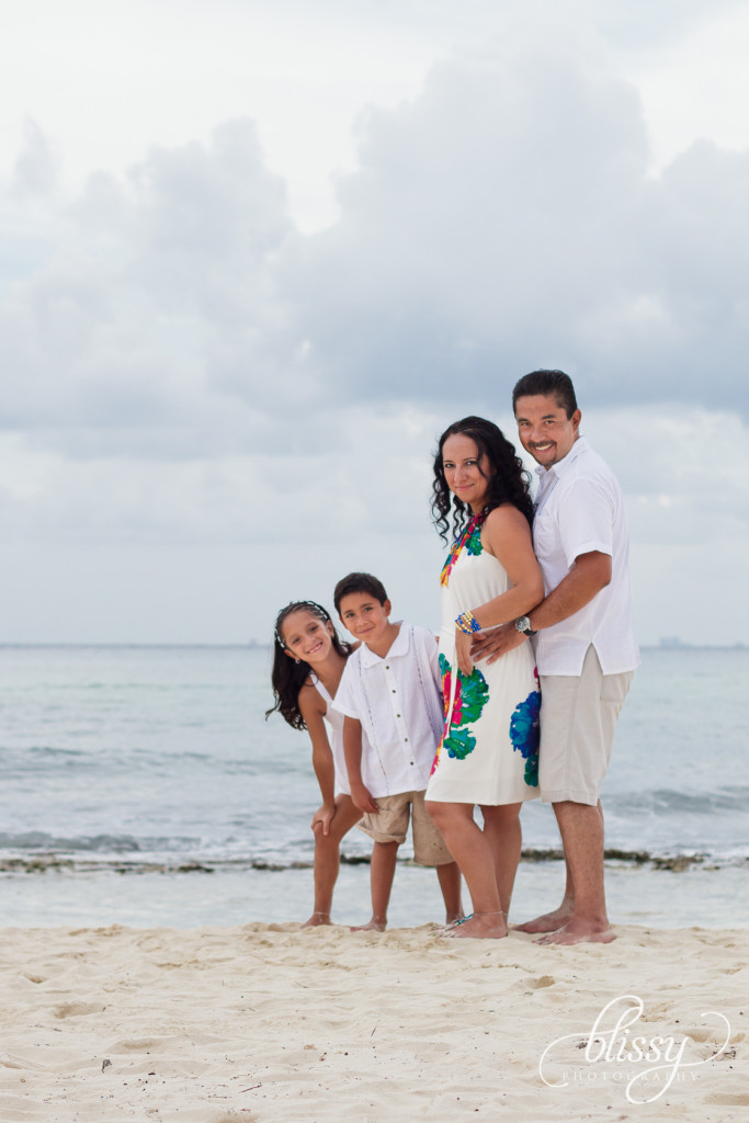 family-portrait-beach-playa-del-carmen-veronica-8